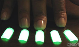 glow-fingernails-main.jpg