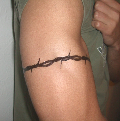 Pictures of the temporary Barbed Wire Tattoo: